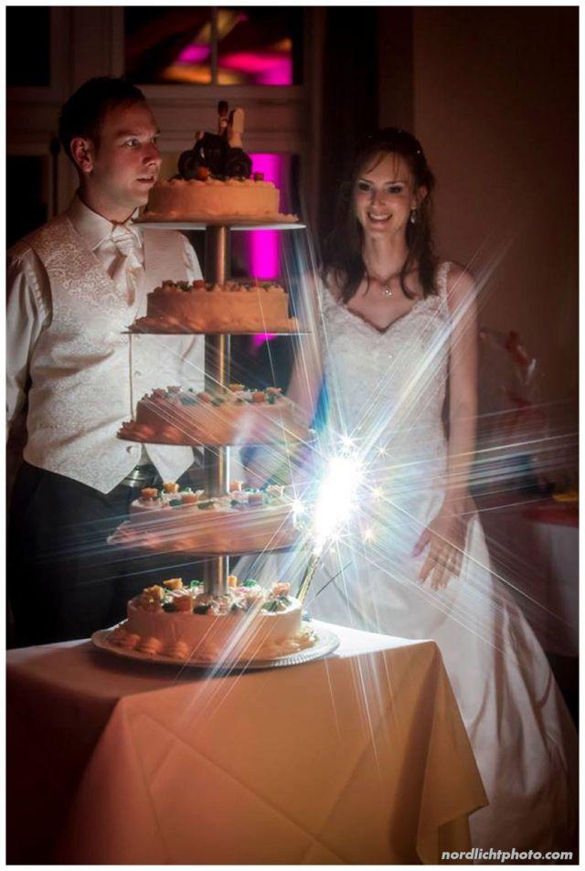 Eine riesige Hochzeitstorte!